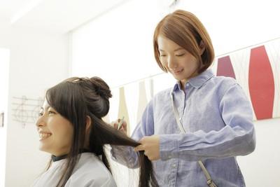 30~60代以上の主婦(夫)美容師の方活躍してます